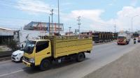 Meski Rusak, Truk Besar Pilih Jalur Pantura Ketimbang Tol