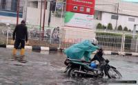 Kenali Risiko Berkendara di Jalan Licin saat Musim Hujan Tiba