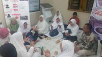 Para Calon Jamaah First Travel Gelar Shalawat dan Doa di Depan Kejari Depok