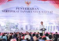 Jokowi Serahkan 5.000 Sertifikat Tanah ke Warga Bogor