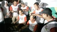 Jokowi Menang Quick Count, Relawan di Bogor Gundul Massal