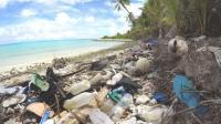 Peneliti Temukan Tumpukan Sampah Sandal Bekas di Sebuah Pulau Selatan Jawa