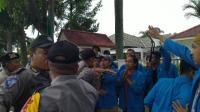 Demo di Kantor KPU Riau Ricuh, Sejumlah Mahasiswa Terluka