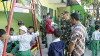 Alat Permainan Baru Satgas Yonif R 408 bagi Anak-Anak di Perbatasan RI-RDTL