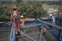 Cerita Pekerja Proyek Kerja Siang-Malam demi Kelancaran Arus Mudik