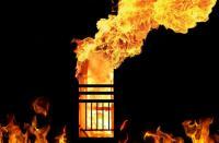 Polsek Tambelangan Sampang Dibakar Massa