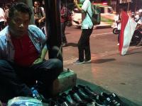 Viral Jurnalis Asal Australia Ditawari Pedagang Sepatu di Tengah Aksi 22 Mei
