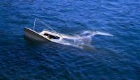 Kapal Terbalik Dihantam Ombak, Kepala Desa dan 3 Warganya Terhempas di Laut Lepas