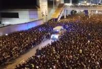Seperti Membelah Laut, Video Viral Tunjukkan Demonstran Hong Kong Beri Jalan untuk Ambulans