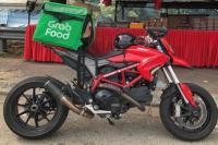 Viral Ojol Antar Makanan Pakai Motor Mahal Ducati Hypermotard 950