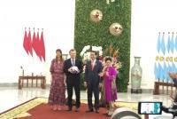 Tukar Cenderamata dengan Presiden Macri, Jokowi Dapat Jersey Argentina No 10