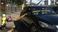 Parkir Sembarangan, Pintu Mobil Ini Jadi Jalur Selang Pemadam Kebakaran
