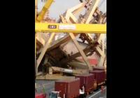 Sopir Truk Terluka Akibat Tertimpa Puing Crane di Pelabuhan Semarang