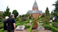 Puluhan Nisan di Pemakaman Denmark Ditulisi