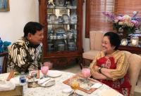 Obrolan Prabowo dan Megawati Ditemani Segelas Es Kopyor hingga Bakwan Goreng