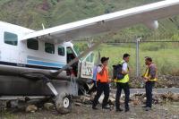 Pesawat Dimonim Air Berpenumpang 9 Orang Tergelincir Akibat Pecah Ban di Mulia Papua