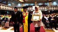 Rektor UNS Wisuda Almarhum Irza Mahasiswa yang Meninggal Sebelum Ujian Skripsi