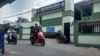 2 Tahun Belajar Lesehan, Kini SDN di Bekasi Dapat Bantuan Bangku dan Meja