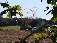 Jet F-16 Jatuh, Pilot Tersangkut di Kabel Listrik