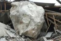 Rumah Warga Purwakarta Rusak Tertimpa Batu Besar, Diduga dari Aktivitas Tambang