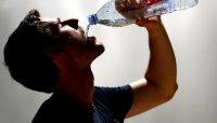Saat Dehidrasi Air Putih Ternyata Pilihan Kedua, Jadi Minum Apa?