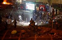 Lebih dari 400 Demonstran Hong Kong Ditangkap Saat Kabur dari Kampus yang Dikepung