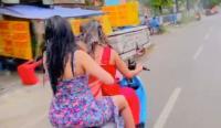 Ini Motif 2 Wanita Seksi Mandi Sambil Kendarai Motor