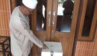 Pencuri Kotak Infak Masjid di Bandung Menyamar Pakai Peci dan Baju Koko