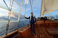 Naik Kapal Phinisi, Jokowi Tinjau Kesiapan Wisata Bahari di Labuan Bajo