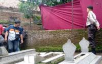 Teddy Kecewa Makam Istrinya Lina Zubaedah Dibongkar