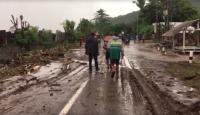 Banjir di Lombok Timur Telah Surut, Masyarakat dan Petugas Mulai Bersih-Bersih