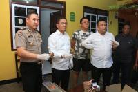 Polisi Gerebek Pabrik Obat Kuat Rumahan di Surabaya