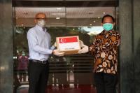 Mendagri Terima Secara Simbolik Bantuan Alat Tes COVID-19 dari Dubes Singapura