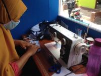 Corona Membawa Berkah Buat Penjahit Masker Rumahan