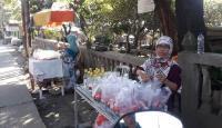 Meski Sepi Peziarah, Pedagang Bunga Rampai Raup Keuntungan