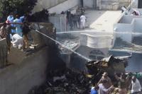Pakistan Mulai Menyelidiki Kecelakaan Pesawat Jatuh di Karachi