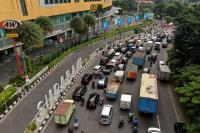 Khofifah Akui Pusat Perbelanjaan di Surabaya Tidak Tutup saat PSBB