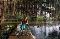 Gelandang Persebaya Bersepeda dari Temanggung ke Candi Borobudur
