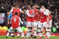 Campbell: Jangan Ragu untuk Beli Bek Mahal, Arsenal!