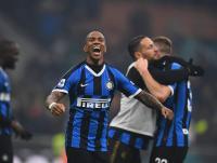 Ashley Young Ungkap Perbedaan Liga Italia dan Inggris