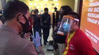 Pemabuk Ancam Polisi Pakai Pecahan Botol saat Gerebek Judi Sabung Ayam