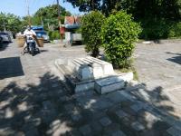 Viral 3 Makam Misterius di Tengah Jalan, Ini Penjelasan Kraton Kasunanan