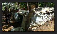 Kakek-Nenek Tinggal di Gubuk 1,5 X 3 Meter Beratap Plastik