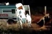 Mayat Korban Covid-19 Dibuang dengan Buldoser Viral di Media Sosial