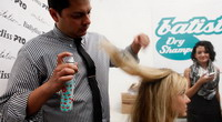 Cuci Rambut Instan dengan Dry Shampoo