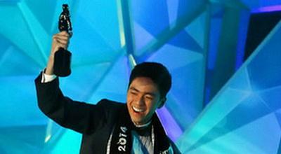 Ikut Mister Internasional, Kevin Pakai Baju Billy Tjong