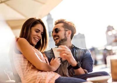 Punya Pacar Berzodiak Ini Bakal Bikin Tertawa Terus, Pasangan Anda Termasuk?