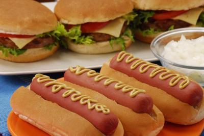 Antara Hamburger dan Hotdog, Mana yang lebih 'Beracun'?