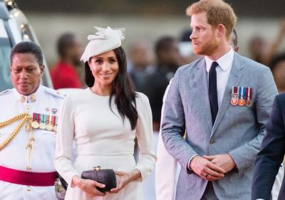 Kunjungi Fiji, Dress Putih Ini Jadi Outfit Pilihan Meghan Markle Dampingi Pangeran Harry