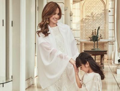 5 Penampilan Nia Ramadhani dengan Busana Serba Putih, Bikin Aura Keibuannya Terpancar